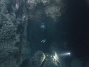 青の洞窟スキンダイバーとダイバー