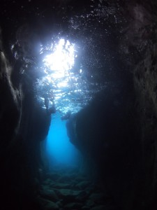 洞窟シュノーケリング